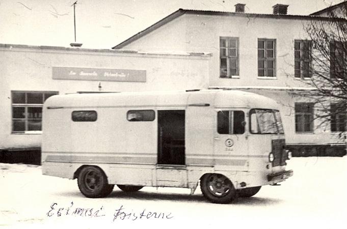 Põltsamaa autotranspordibaasi nr. 5 piimaveofurgoon Põltsamaa Piimatööstuse hoovil.
