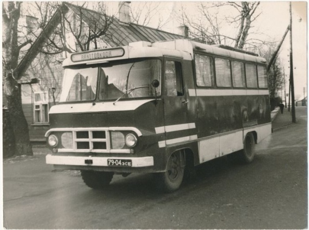 Haapsalu teeninduskombinaadi rändtöökoda TA-942T. Meeste-naiste juuksur, rätsepad, õmblejad. 1968. a.