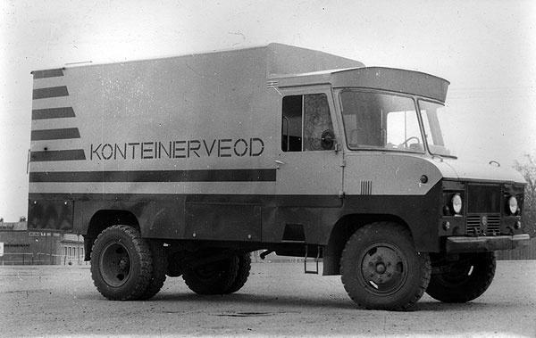 Konteinerveo furgoonauto TA-3763 Tartu Leivakombinaadi ees.