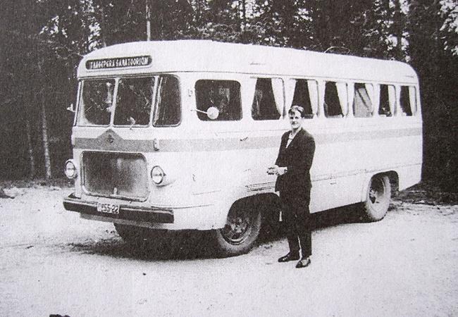 Taagepera sanatooriumi buss ekskursioonil Karjalasse. Bussijuht Kalle Savisaar.