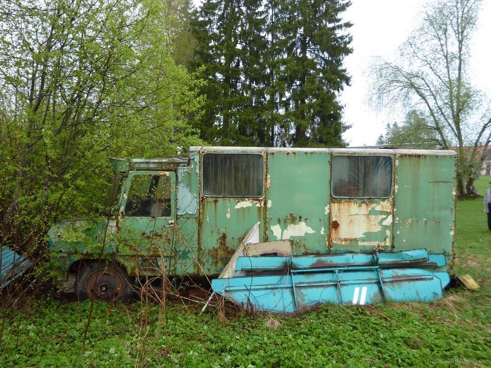 Endine Viljandi autobaasi piimaveofurgoon TA-37601.