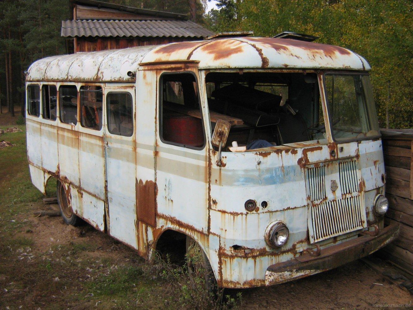 Endine Võru Haridusosakonna TA-6-1 buss.