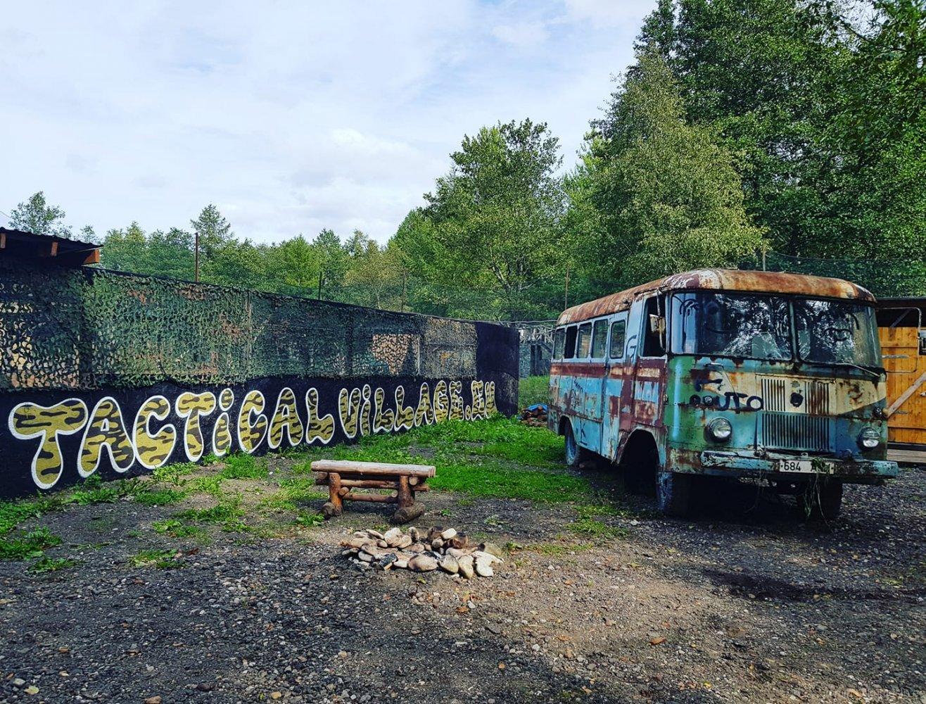 Bussi uus asukoht Maardus <i>paintball</i>i mänguväljakul, august 2018.