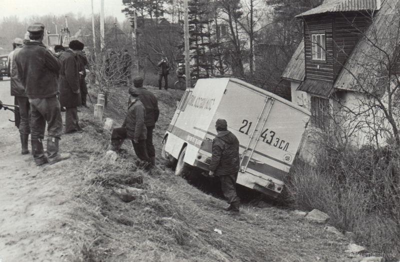 Teelt välja sõitnud kaubaauto Põlvas. PTM F 29:46/F8-143